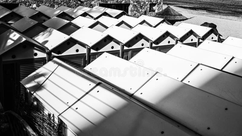 Toits des huttes de plage Pékin, photo noire et blanche de la Chine photographie stock