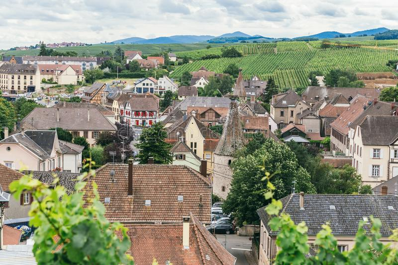 Toits du village Frances Alsace images stock