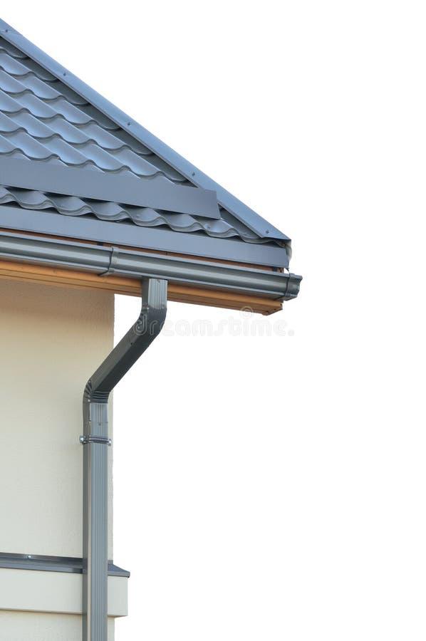 Toiture toute neuve, dessus de toit gris, tuiles de toit grises d'isolement photos libres de droits