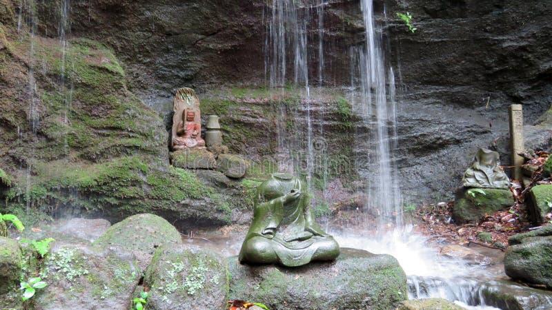 Tokai Rakan in waterval bij de tempel van Nihon ji in Japan stock foto's