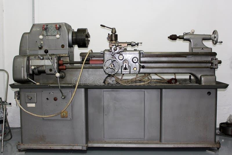 Tokarska maszyna w warsztacie obraz stock