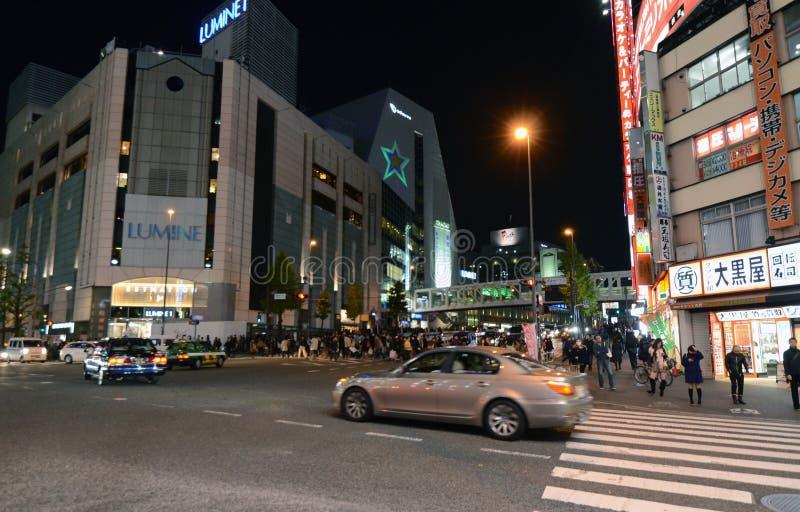 Download TOKIO - 23 DE NOVIEMBRE: Vida En Las Calles En Shinjuku, Tokio Foto de archivo editorial - Imagen de rojo, apretado: 41915378