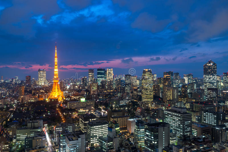 Tokio en cerca la vista de la torre de Tokio, horizonte de la ciudad de Tokio, Tokio Jap imagenes de archivo