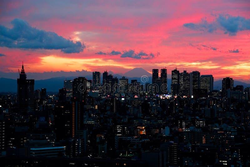 Tokio en la puesta del sol foto de archivo