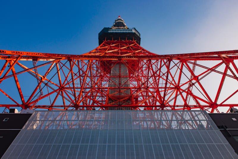 Tokio Góruje, sławne komunikacje i obserwacji wierza w Japonia obraz stock