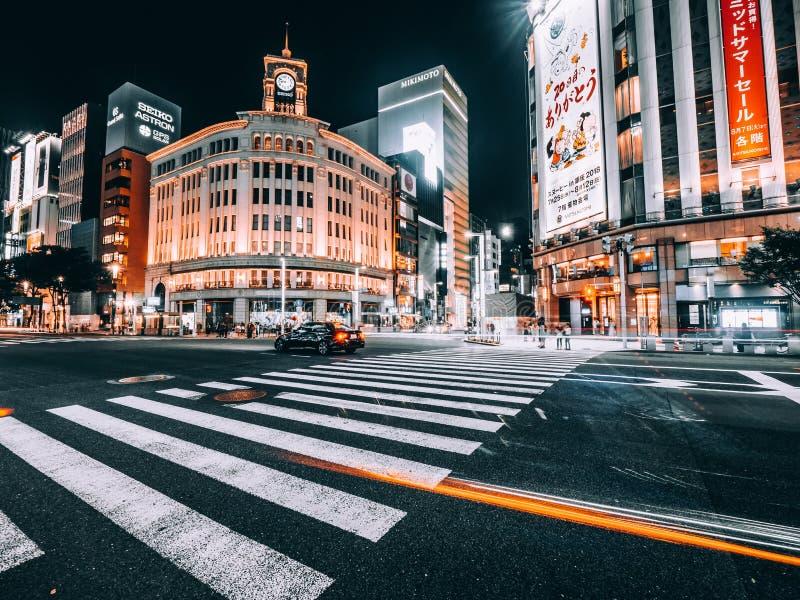 TOKIO GINZA, JAP?N - 1 DE AGOSTO DE 2018: El distrito y el ?rea de Ginza es el lugar popular de lujo para hacer compras en alamed imagenes de archivo