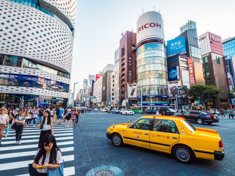 TOKIO GINZA, JAP?N - 1 DE AGOSTO DE 2018: El distrito y el ?rea de Ginza es el lugar popular de lujo para hacer compras en alamed foto de archivo