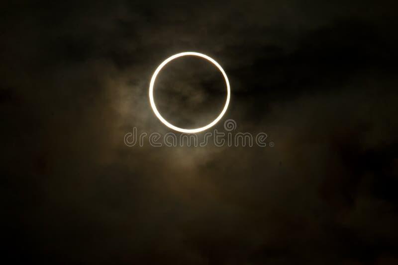 Tokio, Japón - 21 de mayo: Eclipse anular imágenes de archivo libres de regalías