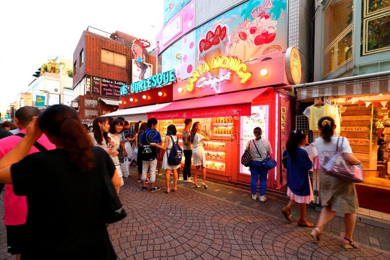 TOKIO, JAPÓN: Calle de Takeshita (Takeshita Dori) foto de archivo libre de regalías