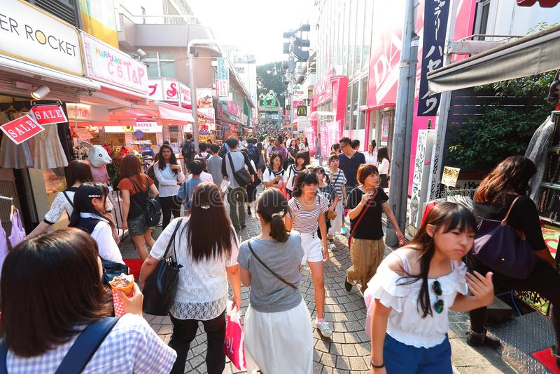 TOKIO, JAPÓN: Calle de Takeshita (Takeshita Dori) fotografía de archivo