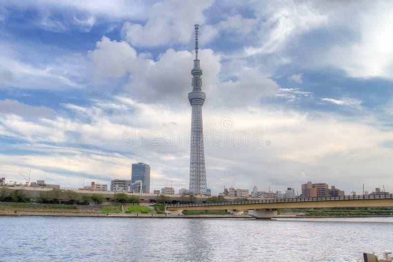 TOKIO, JAPÓN - 25 DE MAYO DE 2013: La Tokio Skytree es un nuevo televisi fotografía de archivo libre de regalías