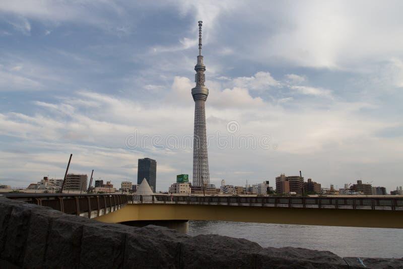 TOKIO, JAPÓN - 25 DE MAYO DE 2013: La Tokio Skytree es un nuevo televisi fotografía de archivo