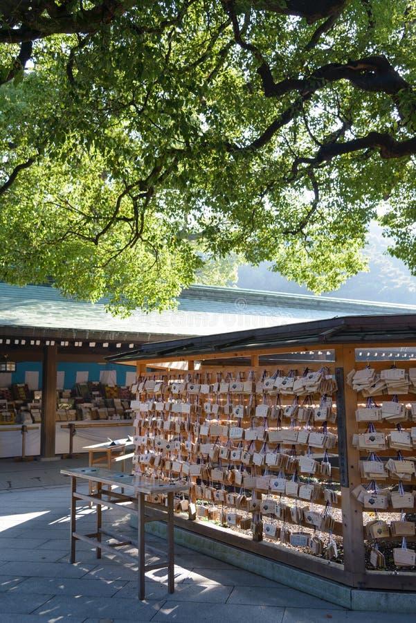 Tokio, Japón - 20 de noviembre de 2016: AME en Meiji Jingu Shrine, que viene imagen de archivo