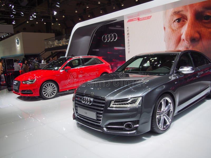 TOKIO, JAPÓN - 23 de noviembre de 2013: Cabina en Audi imagenes de archivo