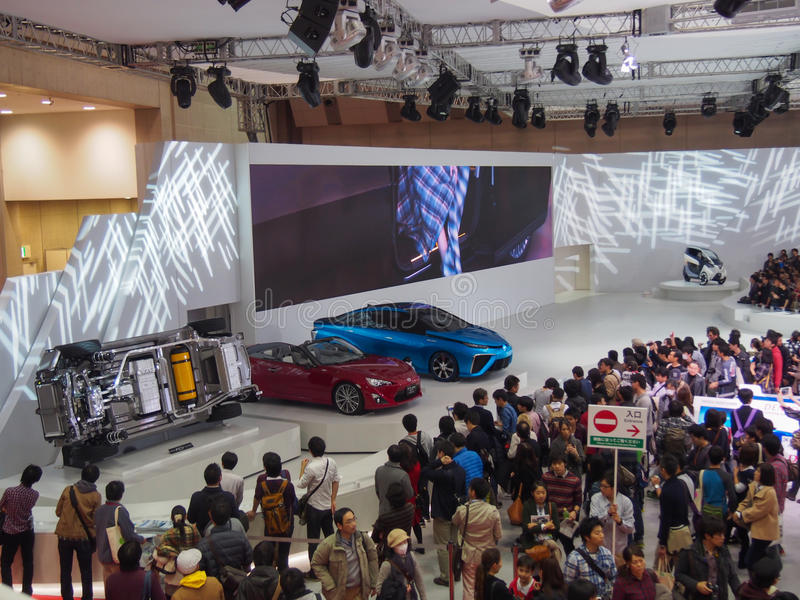 TOKIO, JAPÓN - 23 de noviembre de 2013: Cabina en el motor de Toyota imagen de archivo