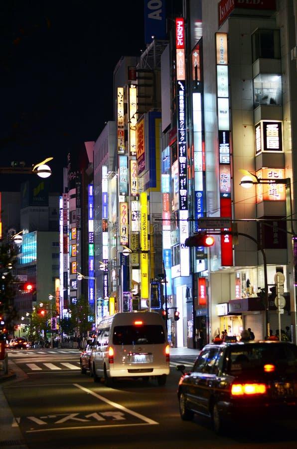 Download Tokio, Japón - 23 De Noviembre De 2013: Luces De Neón En El Distrito De Shinjuku Foto editorial - Imagen de hospitalidad, highlights: 41915396