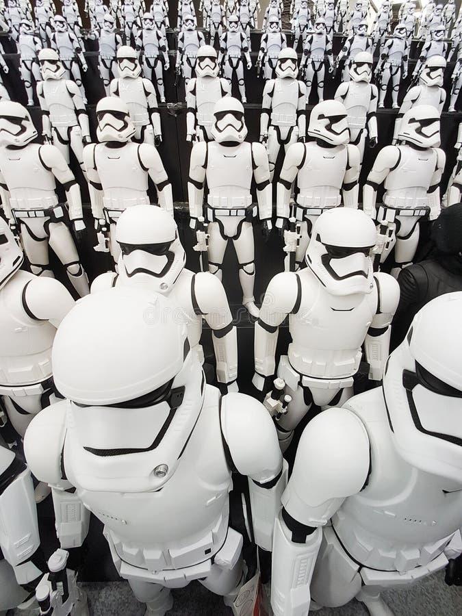TOKIO, JAPONIA, Akihabara, 10 - LIPIEC, 2017: Ujawnienie modeluje gwiezdnych wojn postaci stormtroopers obraz royalty free