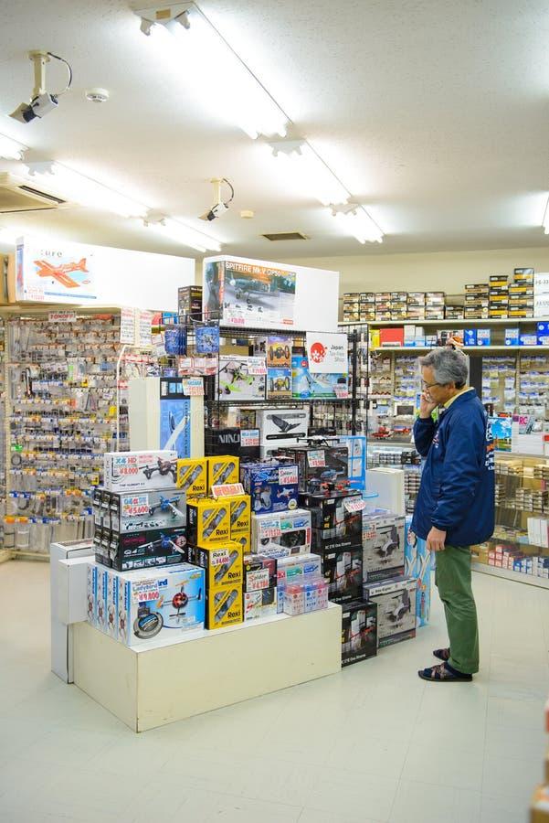 Tokio Japonia, Kwiecień, - 3, 2015: Udziały hobby zgromadzenie model bawją się na półce w Tokio Japonia zdjęcie stock