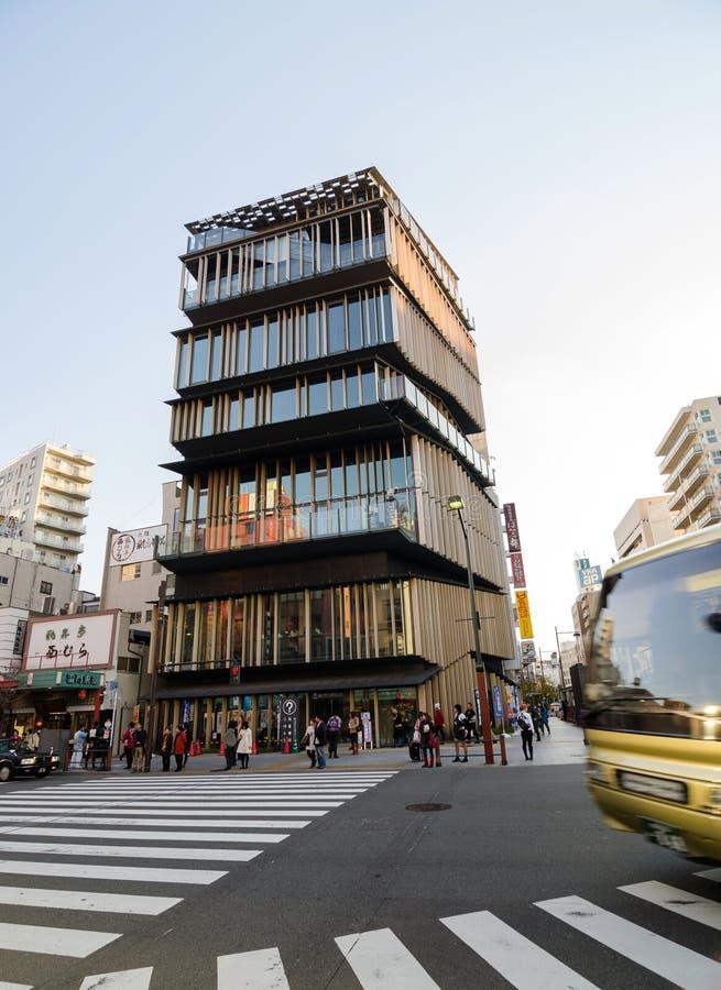 Tokio Japonia, Listopad, - 21, 2013: Niezidentyfikowani turyści wokoło Asakusa kultury Turystycznego centrum zdjęcia royalty free