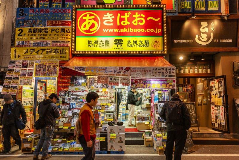 Tokio, Japonia 04/04/2017 Małego sklepu budynku narzędzia, frontowy widok zdjęcie stock