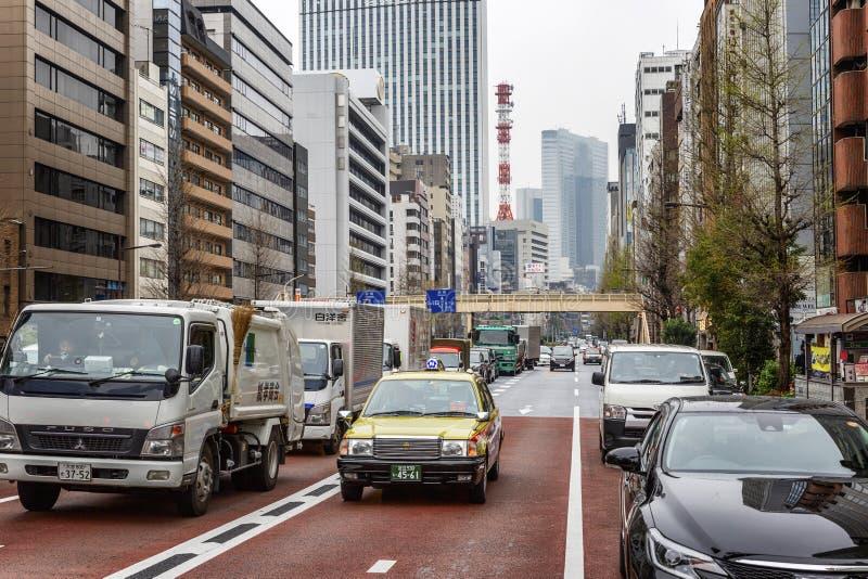 Tokio, Japonia, 04/08/2017 Ruchu drogowego dżem na miasto ulicie obraz royalty free