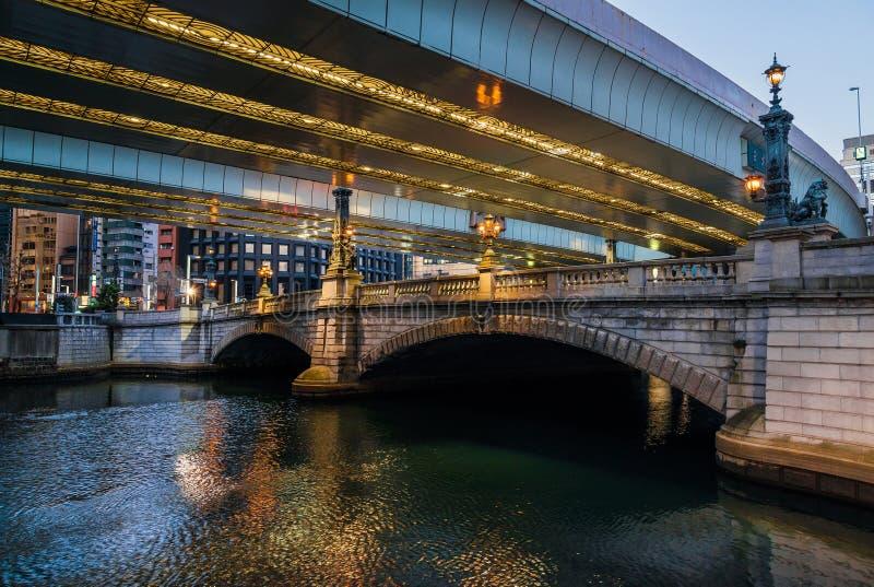 Tokio między tradycją i nowoczesnością Nihonbashi i Shuto autostrada zdjęcia royalty free