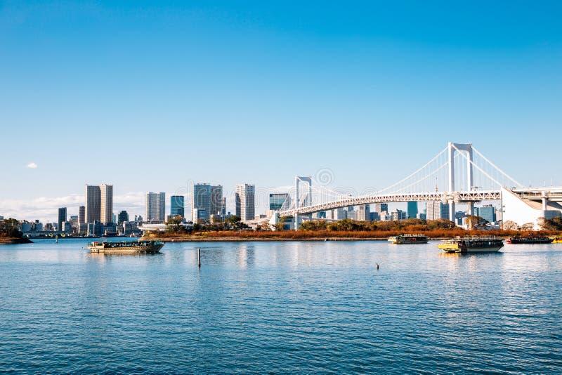 Tokio zatoki i Odaiba tęczy most w Japonia zdjęcia stock
