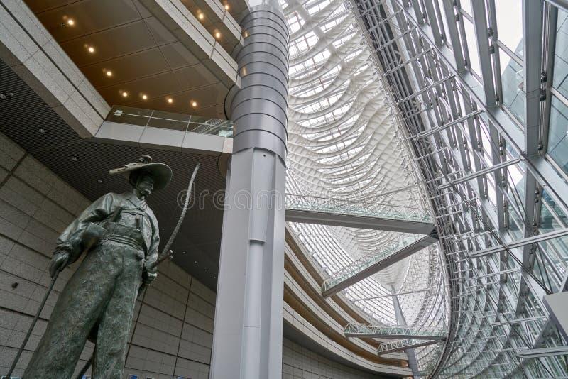 Tokyo är internationellt forum byggnaden öppet till allmänheten och fotografering för bildbyråer
