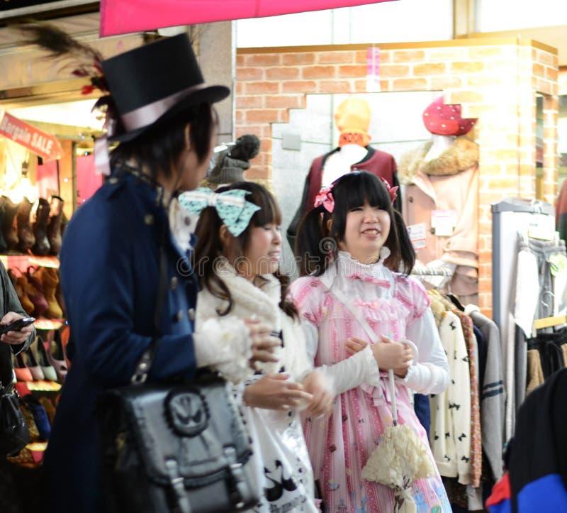 TOKYO - CIRCA NOVEMBER 24: Flicka i den Cosplay dräkten fotografering för bildbyråer