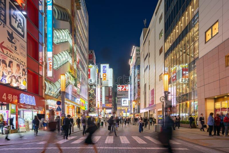 Tokyo cityscape på natten i Akihabara, Japan arkivfoto