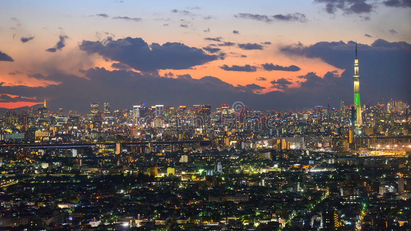 Tokyo in de schemering stock afbeelding