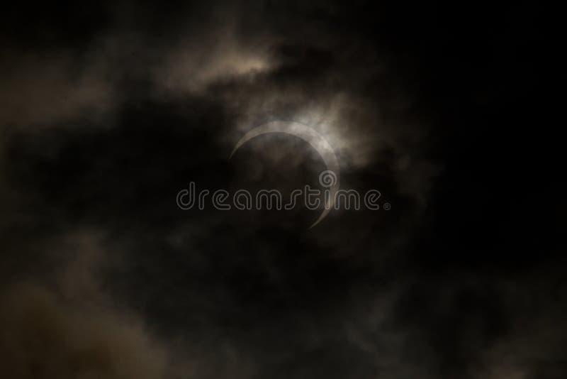 Tokyo, Giappone - 21 maggio: Eclipse anulare fotografia stock