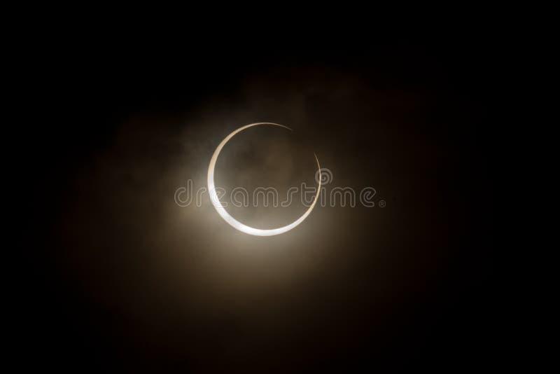 Tokyo, Giappone - 21 maggio: Eclipse anulare immagine stock