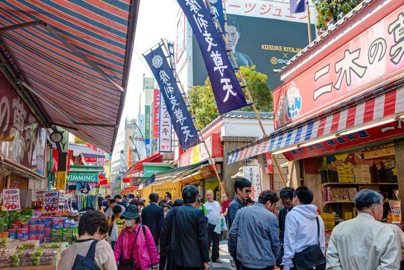 TOKYO, GIAPPONE - Ameyoko (Ameya Yokocho) immagine stock