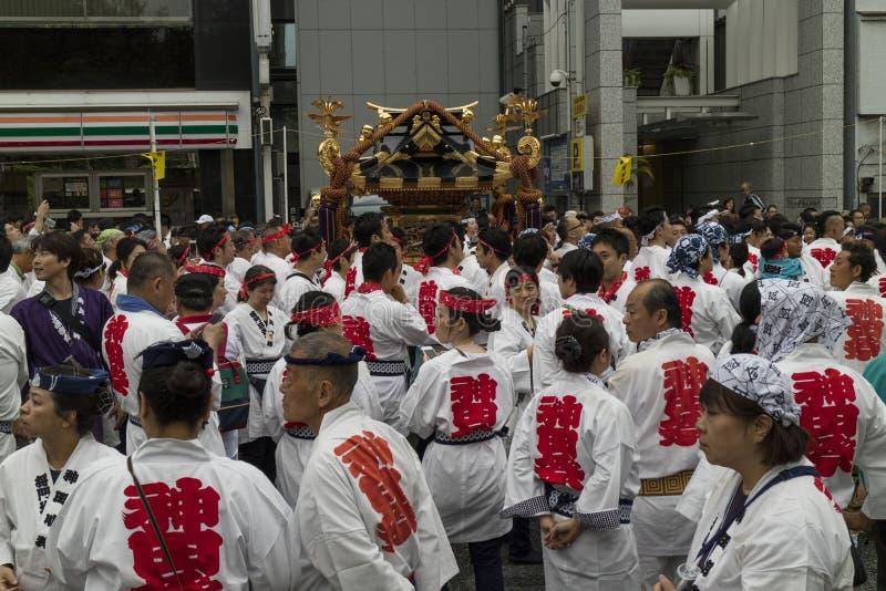 Tokyo, Giappone - i partecipanti si sono vestiti nel ` tradizionale s del kimono a immagini stock