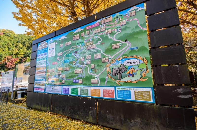 Tokyo, Giappone - 18 novembre 2016: Mappa del supporto Takao Tum del supporto fotografia stock libera da diritti