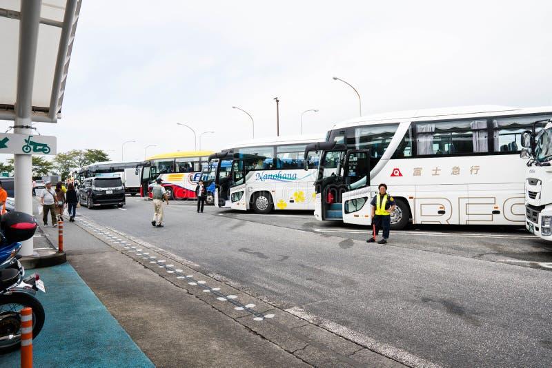 Tokyo, Giappone - 6 ottobre 2018: organizzi le fermate dell'autobus per coloro che vuole andare alla toilette o comprare un certo fotografia stock libera da diritti