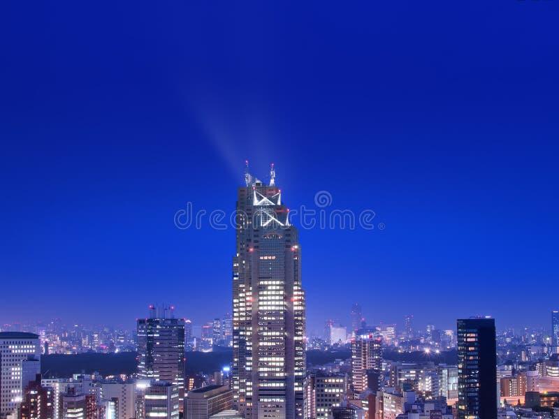 Tokyo horisont med blå himmel arkivbilder