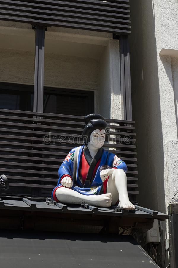 Tokyo - il Giappone, il 19 giugno 2017; Figura di una banda di 5 ladri, a immagine stock libera da diritti
