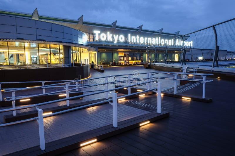 Tokyo internationell flygplats på morgontid fotografering för bildbyråer