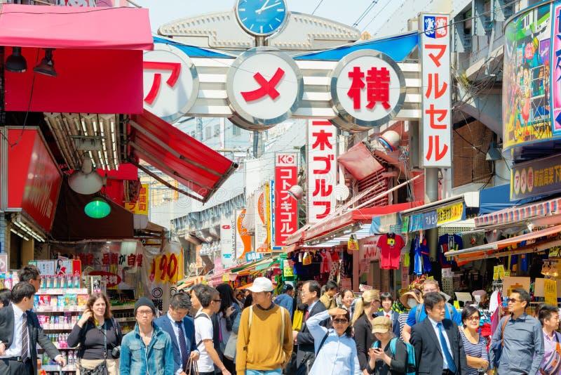 TOKYO, JAPAN - APRIL 16 2014: Ameyoko (Ameya Yokoc stock fotografie