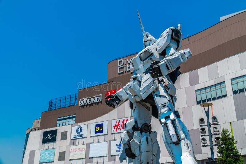 TOKYO JAPAN - 1 AUGUSTI 2018: Härlig jätte Unicorn Gundam Model royaltyfri bild
