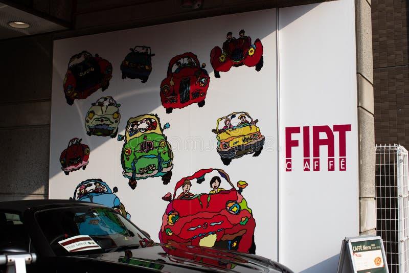 Tokyo, Japan: Het centrum van Fiat Alfa Romeo - de Auto's NV FCA van Fiat Chrysler met koffie royalty-vrije stock foto