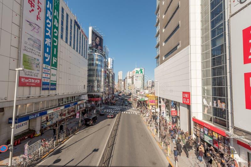 TOKYO JAPAN - JANUARI 25, 2017: Tokyo Shinjuku stationsområde fotografering för bildbyråer
