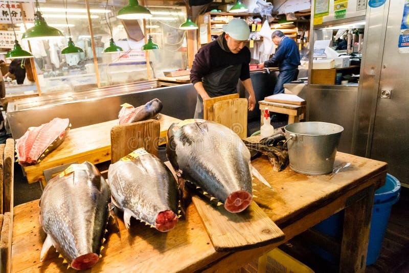Tokyo, Japan - January 15, 2010: Early morning at Fish Market. Vendor cutting tuna at Tsukiji Fish Market in Tokyo stock photos