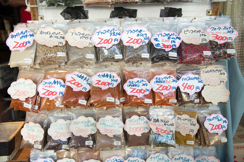 TOKYO, JAPAN - 24. JULI 2015 varaty japanisches Trockenfutter, Getreide lizenzfreie stockfotografie
