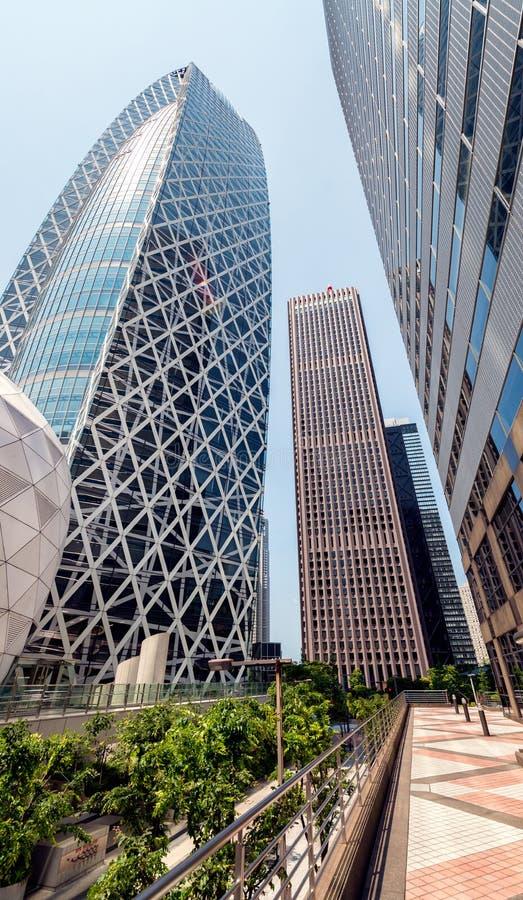 Tokyo, Japan Moderne Skyline von Shinjuku, sehen gen Himmel an stockfotos