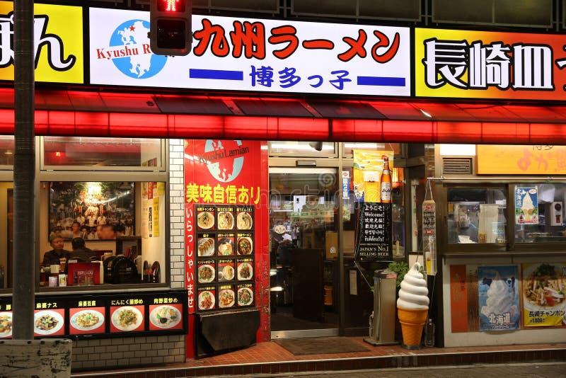 TOKYO JAPAN - NOVEMBER 30, 2016: Restaurang för Kyushu Ramen (också som är bekanta som Kyushu Lamian) i Tokyo, Japan Det finns 16 arkivfoton