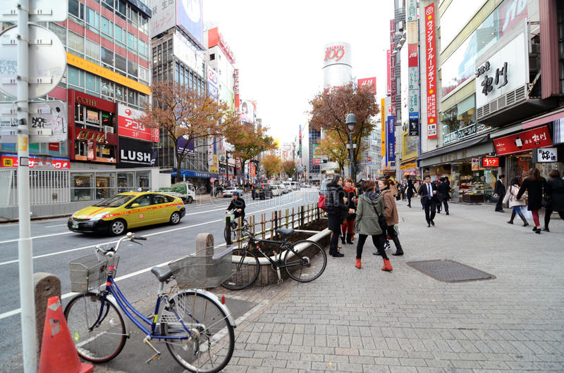 TOKYO, JAPAN - NOVEMBER 28: Shibuya is gekend als de jeugdmanier stock foto