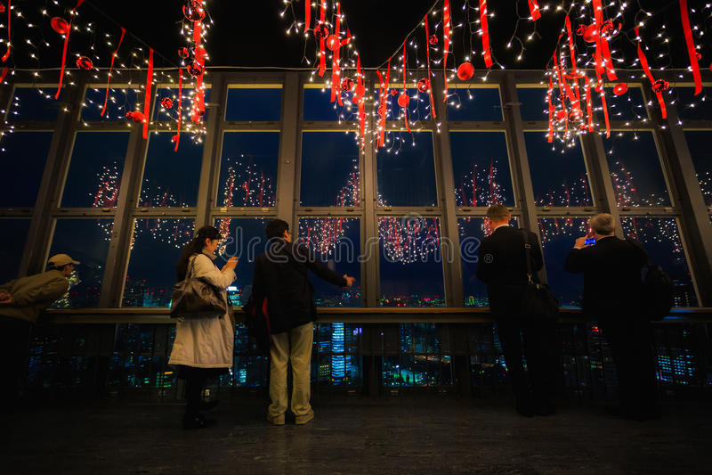 TOKYO, JAPAN - NOVEMBER 25: Tokyo Tower in Tokyo, Japan on November 25, 2013. Unidentified people looks at the Tokyo city night f stock image